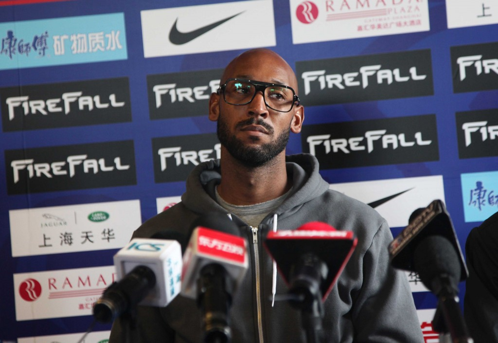 Nicolas Anelka alla conferenza stampa dello Shenhua FC di Shanghai