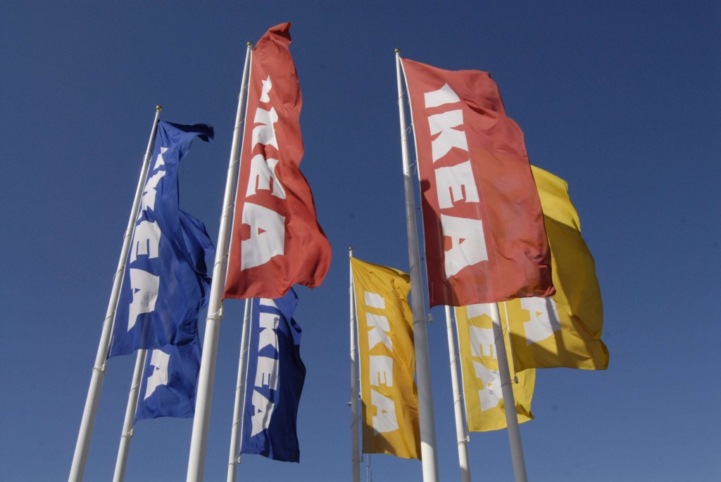 Bandiere con il logo Ikea