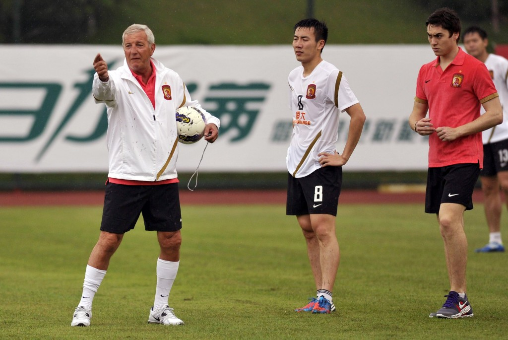 Marcello Lippi durante il primo allenamento al Guangzhou Evergrande