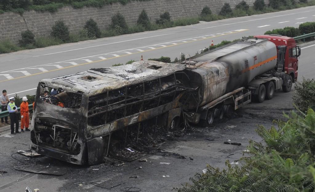 Videonews yan an terribile scontro tra autobus e for Economici piani a due piani