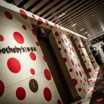 La nuova galleria Sotheby&#8217;s di Hong Kong, decorata da Yayoi Kusama